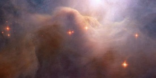 El telescopio 'Hubble' fotografía una nebulosa que parece algodón de azúcar