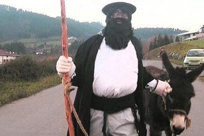 El Papá Noel vasco muestra su cara proetarra en Pamplona