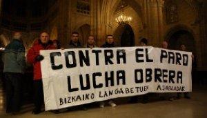 La policía desaloja a la asamblea de parados de la catedral de Bilbao
