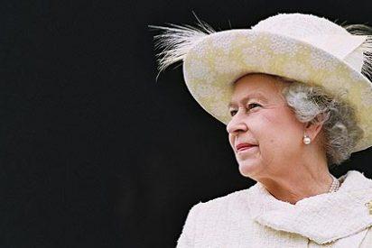 La reina Isabel II exige respeto a la prensa