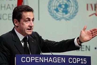 Sarkozy vuelve a sacar las castañas del fuego al incompetente de ZP