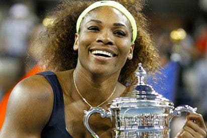 A Serena Williams se le salen en el mar