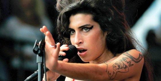 """Amy Winehouse llama """"zorras"""" a las hermanastras de Cenicienta"""