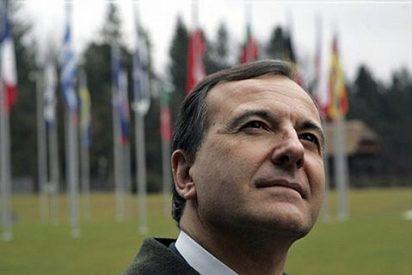 El ministro italiano Frattini deja a su novia por SMS