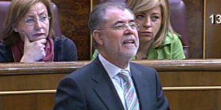 El PP pide a Bermejo que justifique la baja de su esposa tras su baile en un mitin en Murcia