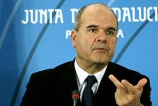 Chaves contrató el stand de Andalucía en Fitur a un malversador que indultó Bermejo