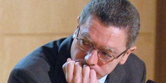 Gallardón destituye al asesor imputado por Garzón