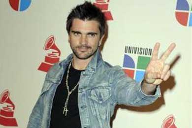 Juanes dedica a los secuestrados de Colombia el Grammy al mejor disco latino