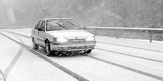 La nieve vuelve a dificultar los accesos a Madrid