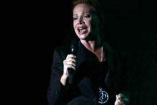 Paloma San Basilio elogia el Pisco Sour y la comida peruana en su concierto en Lima