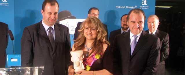 """Loala Beccaria, Premio Azorín 2009:""""Para ganar hay que perder también"""""""