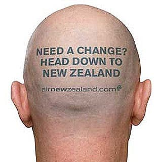 """Una aerolínea monta su campaña publicitaria con """"cabezas rapadas"""""""