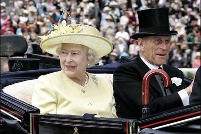 """La reina Isabel II renueva su web con ayuda del """"padre"""" de Internet"""