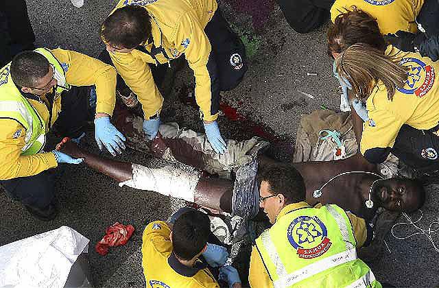 Un inmigrante subsahariano hiere a dos policías con una navaja y uno de los agentes le pega al otro un tiro en un pie