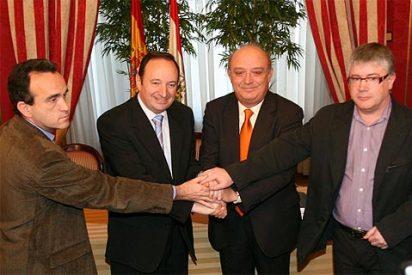 """Pedro Sanz firma el """"pacto social"""" en La Rioja"""
