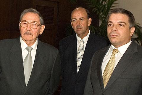 """Fidel y Raul Castro obligan a los destituidos Roque y Lage a entonar un humillante """"mea culpa"""""""
