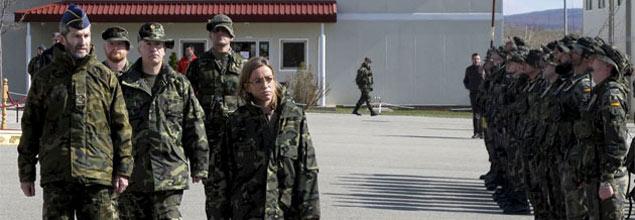 """La ministra Chacón pide evitar la """"fuerza desmedida"""" contra los terroristas de Afganistán"""