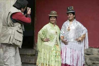 """La """"chola"""" boliviana vence el estereotipo indígena y asume nuevos roles"""