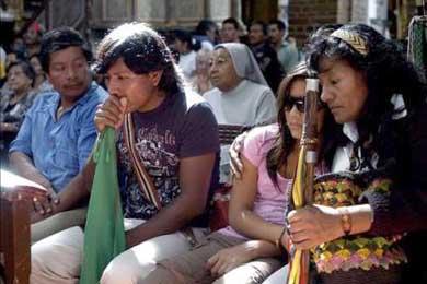 Indígenas inician marcha humanitaria en busca de cadáveres de 14 awas