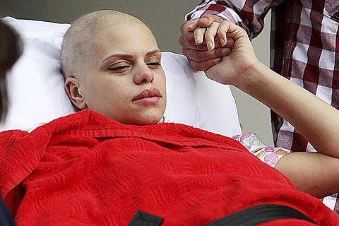 Muere Jade Goody tras convertir su cáncer en un show mediático