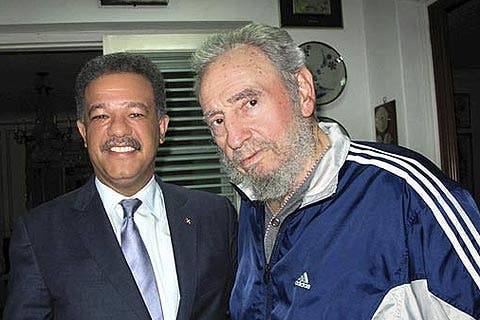Fidel Castro reaparece en una foto junto al presidente dominicano