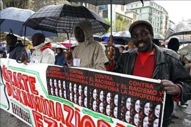 Una marcha para denunciar las dificultades de los inmigrantes en la crisis que agobia a España