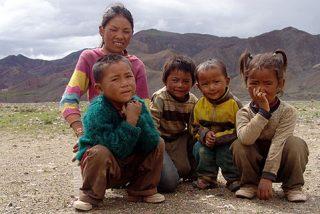 Padres nepaleses reclaman a sus hijos adoptados en España