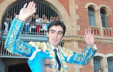 Perera pega un campanazo en Castellón con cuatro orejas y rabo