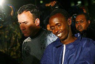 Piden cadena perpetua para el pirata somalí que capturó al capitán Phillips