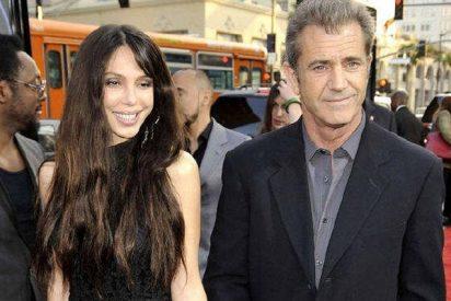 Mel Gibson se deja ver con su novia rusa