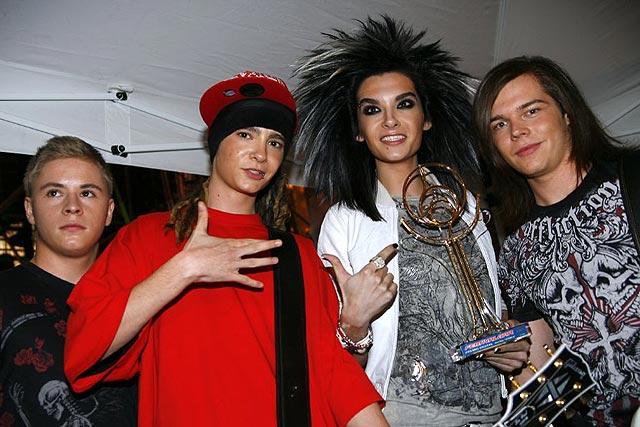 Tokio Hotel detiene su trabajo por las amenazas de fans a la madre del cantante