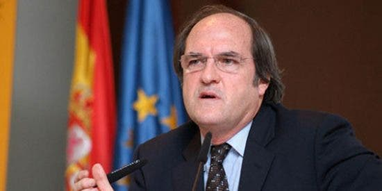 El Gobierno socialista regalará 1.350 euros a los alumnos que no quieran estudiar