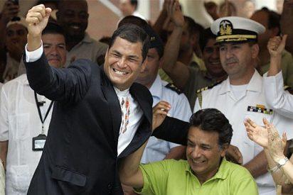 """El presidente Correa imita a Chávez y anuncia la """"reversión"""" al Estado de """"muchísimas emisoras"""""""