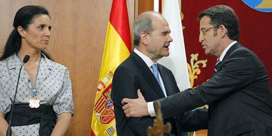 """Feijóo asume la presidencia de la Xunta instando a todos a """"arrimar el hombro"""" y con Chaves y Rajoy como testigos"""