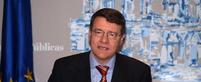El ex ministro Sevilla anuncia en su blog que se va tras los encontronazos con ZP