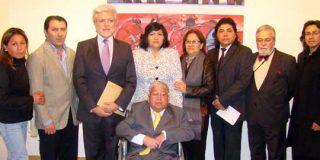 Embajada del Perú en España distingue al pintor peruano Julio León Gomez