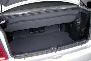 Detienen a ecuatoriano que llevaba a sus dos hijos en el maletero del coche