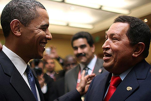 """Cheney califica de """"debilidad"""" el saludo de Obama a Chávez en la Cumbre de las Américas"""