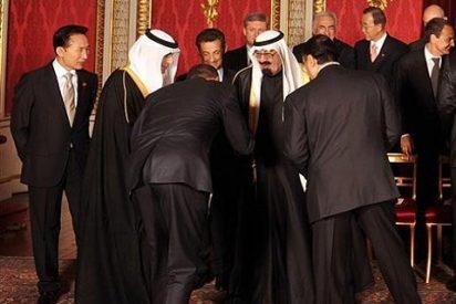 ¿Por qué se dobla el presidente Obama ante el rey de Arabia Saudí?