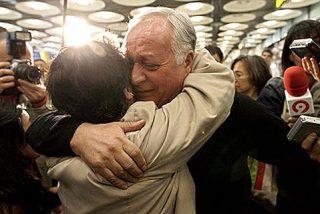 Pepe el del Popular llega a Barajas más fresco que una lechuga y más contento que unas Pascuas