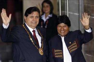 Morales ve muy grave que Perú asile a ex ministros y pide que sean expulsados