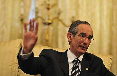 Alvaro Colom asegura que 'sólo muerto' saldrá de la Presidencia de Guatemala