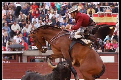 "Feria de San Isidro: Congoja tras la herida al caballo ""Patanegra"" del rejoneador Pablo Hermoso de Mendoza"