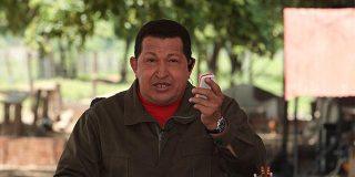 El gorila Chávez amenaza con cerrar las televisiones que le critican
