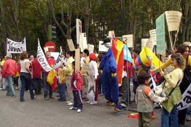 Representantes de inmigrantes convocan a una movilización en rechazo a la Ley de Extranjería