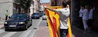 Los nacionalistas reciben al Rey con esteladas en Sabadell
