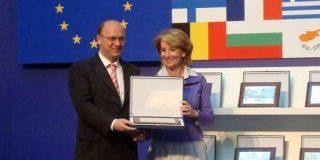 TOP Radio 97.2 FM recibe Distinción a la Excelencia Europea