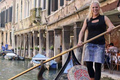 La primera mujer gondolera de Venecia