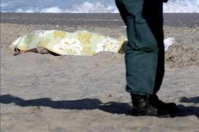 Hallan cuatro cadáveres de inmigrantes en una playa de Barbate (Cádiz)
