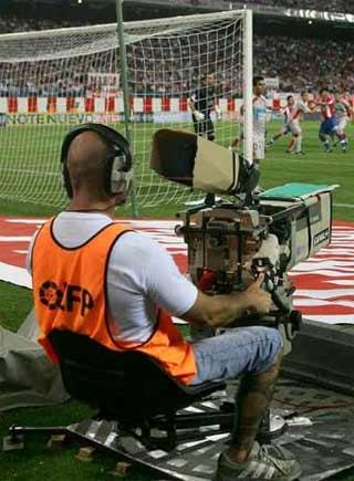 Antena 3 y Telecinco, los más beneficiados (por ahora) del fin de la guerra del fútbol